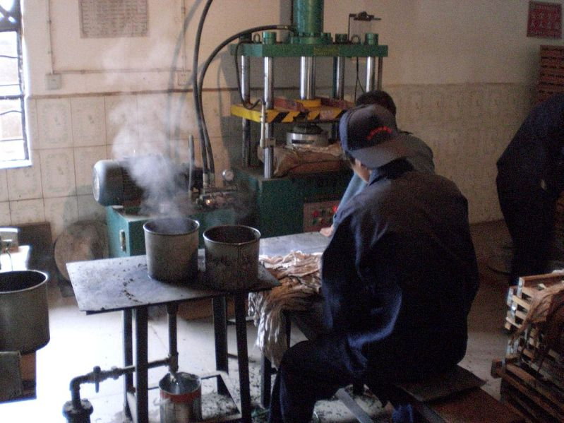 Factory Making Pu-erh by Zach Ware (via flickr)